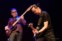 Fred Louglas à la basse et Mister Tchang